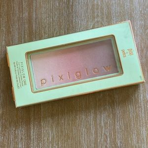 NIB: Pixi Beauty PixiGlow Cake